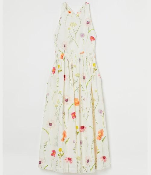 Blommig maxiklänning våren/sommaren 2021.
