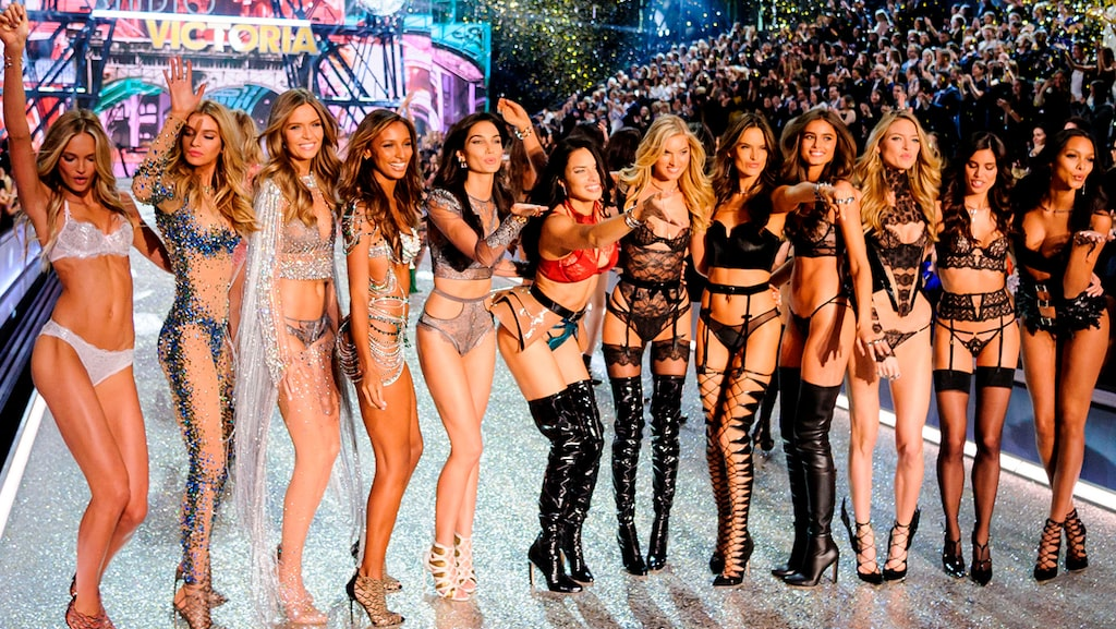 Modeller på Victoria's Secret fashionshow i Paris 2016.