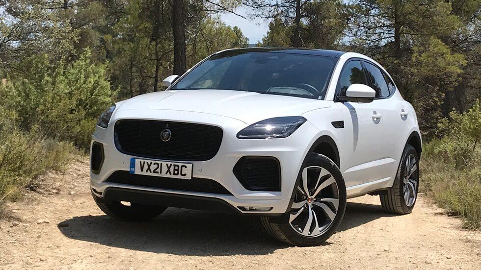 Jaguar ska bli ett elbilsmärke det här decenniet men smyger ut lilla E-Pace som laddhybrid.