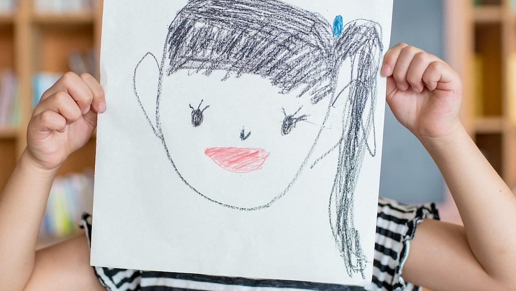 """""""Alla tycker att jag är tjock"""", gråter 9-åringen efter mötet med skolsköterskan och skolläkaren. Är det verkligen så här man höjer barns sätt att se på sig själva? undrar föräldern."""