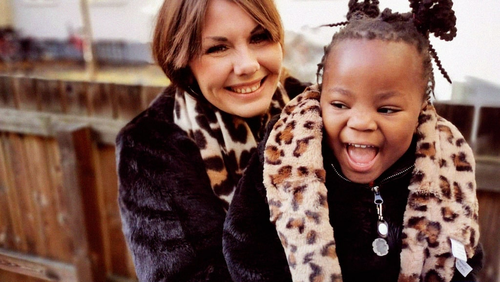 Astrid med dottern Twiggy som är adopterad från Sydafrika.