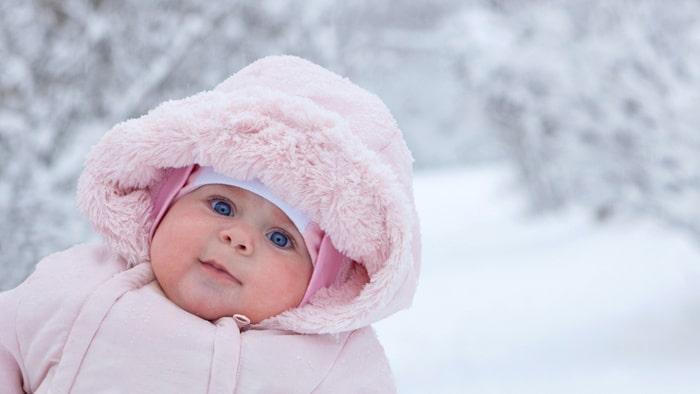 Även små bebisar kräver kläder efter väder!