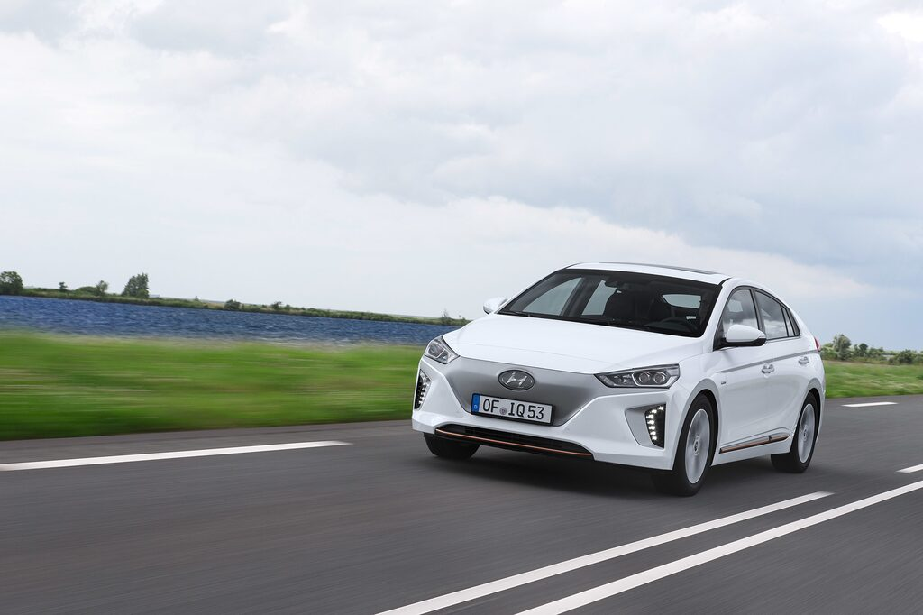 "Hyundai Ioniq Electric med ""täckt"" grill."