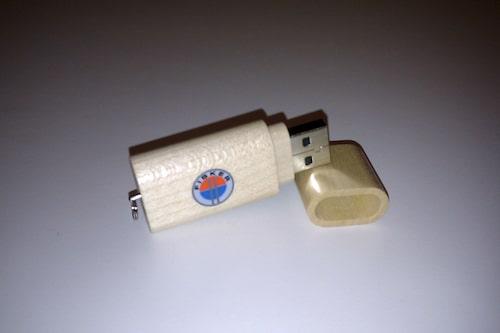 USB-minne Fisker. Storlek: 1 GB. I trä. Låg vikt.
