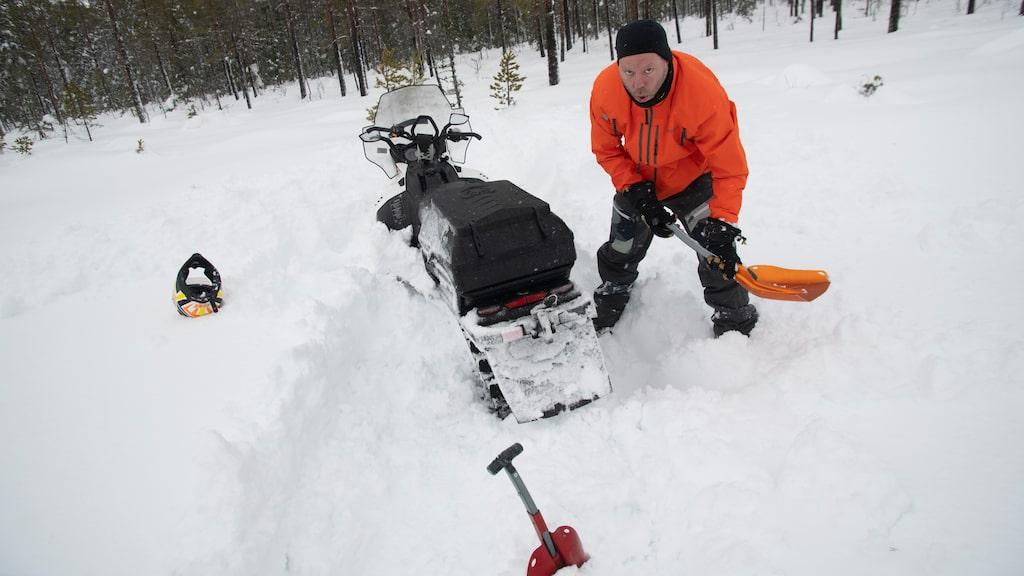 Inte ens Daniel Frodins Lynx 49 Ranger gick ovanpå den här sortens snö. Positivt i det hela: Han behöver verkligen all träning han kan få.