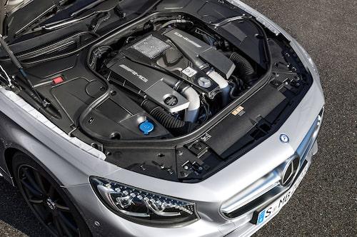 Motor finns så det räcker, framförallt i AMG 63 (bild), men inte heller i S 500 är det en bristvara.