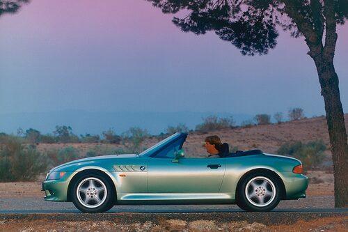 BMW Z3 (1995-2002). Lanserades med hjälp av James Bond-rullen Golden Eye. Blev en massiv succé, bilen alltså. Mest åtråvärda modellen: Z3 M Coupé.