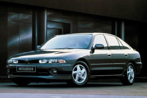 """Mitsubishi Galant (1993-1996). Kanske inte riktigt lika vanlig som sin föregångare. Men minns den, det gör man. Efterföljdes av """"hajnosen""""."""