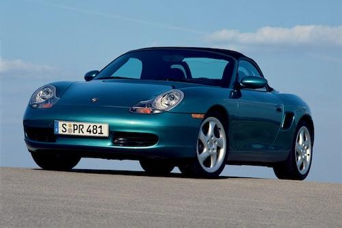 Porsche Boxster (1996-2004). Det känns som i går men Boxster lanserades faktiskt två år innan 911 gick från luftkylning till vattenkylning. Boxster är mittmotorvagnen som blev en succé och som enligt vissa räddade Porsche som företag.