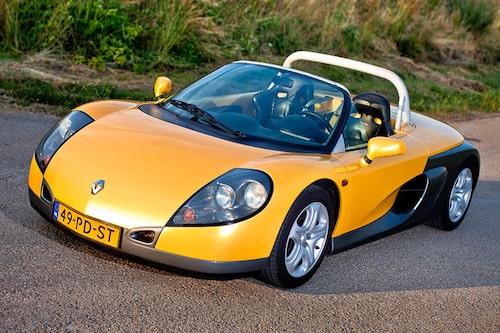 Renault Sport Spider (1996-1999). Liten och fjäderlätt med sina 930 kilo. 150 hästar. Kom till för att stärka Renaults varumärke inom motorsporten.