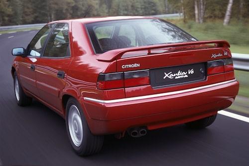 Citroën Xantia Activa (1993-2001). Fortfarande den snabbaste bilen genom tiderna i Teknikens Världs älgstest. Inte ens Ferrari eller Porsche har lyckats slå undan hjulen på den. Tacka det aktiva chassit för det.