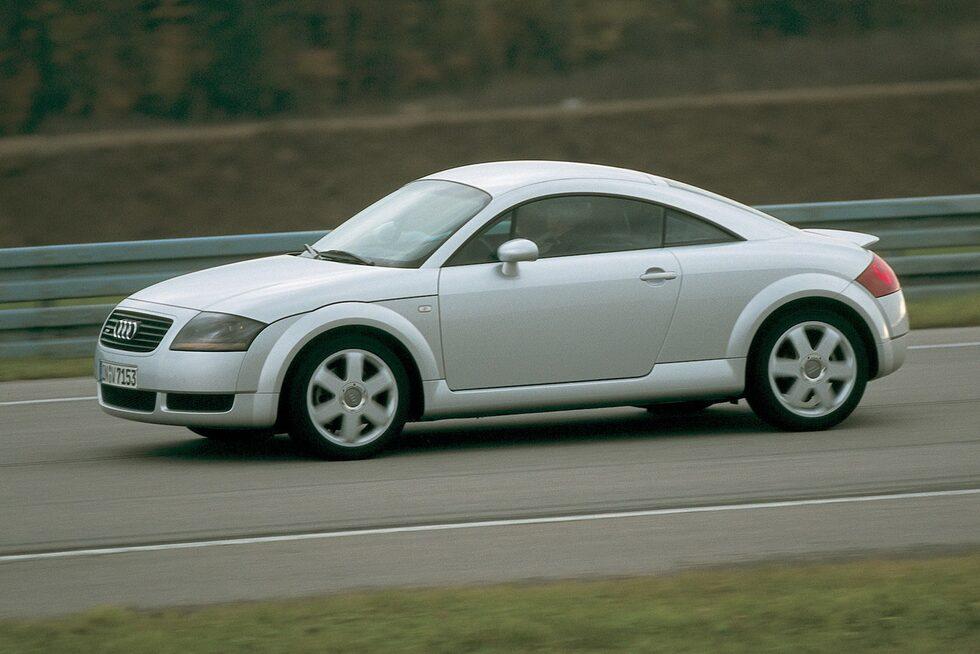 Audi TT (1998-2006). I dag höjer man inte på ögonbrynen när en TT rullar förbi. Då var det annorlunda. TT fick mycket uppmärksamhet, inte minst på grund av formerna. Första åren gällde 180 hk eller 225, sistnämnda i kombination med quattro.