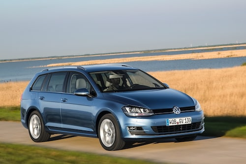 "<strong><span style=""color: #fff000;"">305 kronor per liter lastutrymme.</span><br />Volkswagen Golf Sportscombi</strong><br />Pris från 184 500 kronor.<br />Bagageutrymme: 605 liter.<br />Euro NCAP krocktestbetyg: 5 av 5."