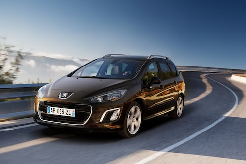"<strong><span style=""color: #fff000;"">297 kronor per liter lastutrymme.</span><br />Peugeot 308 SW</strong><br />Pris från 169 900 kronor.<br />Bagageutrymme: 573 liter.<br />Euro NCAP krocktestbetyg: 5 av 5."