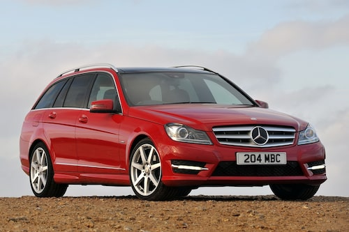 "<strong><span style=""color: #fff000;"">598 kronor per liter lastutrymme.</span><br />Mercedes C-klass Kombi</strong><br />Pris från 289 900 kronor.<br />Bagageutrymme: 485 liter.<br />Euro NCAP krocktestbetyg: 5 av 5."