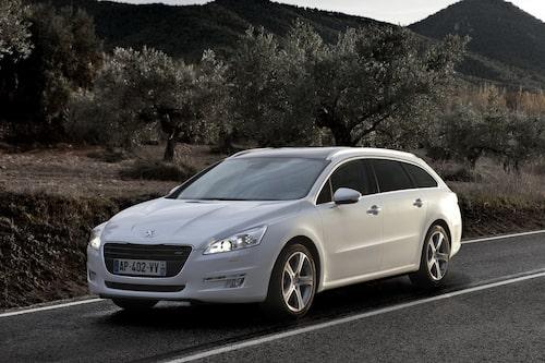 "<strong><span style=""color: #fff000;"">452 kronor per liter lastutrymme.</span><br />Peugeot 508 SW</strong><br />Pris från 252 900 kronor.<br />Bagageutrymme: 560 liter.<br />Euro NCAP krocktestbetyg: 5 av 5."