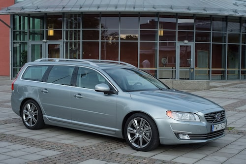 "<strong><span style=""color: #fff000;"">490 kronor per liter lastutrymme.</span><br />Volvo V70</strong><br />Pris från 282 000 kronor.<br />Bagageutrymme: 575 liter.<br />Euro NCAP krocktestbetyg: 5 av 5."