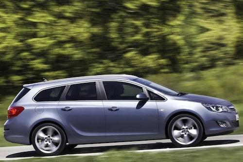"<strong><span style=""color: #fff000;"">366 kronor per liter lastutrymme.</span><br />Opel Astra Sports Tourer</strong><br />Pris från 182 900 kronor.<br />Bagageutrymme: 500 liter.<br />Euro NCAP krocktestbetyg: 5 av 5."
