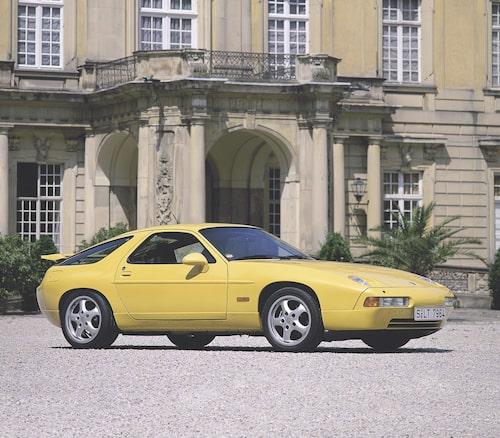 928 blev den första Porschen med ABS-bromsar och förfinades med många nymodiga detaljer under sin långa livscykel. Totalt såldes cirka 61 000 bilar fram till modellens nedläggning 1995.