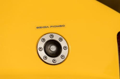 Klart att tanklocket ska se rejsigt ur tänkte man hos Lancia och monterade på denna lösning.