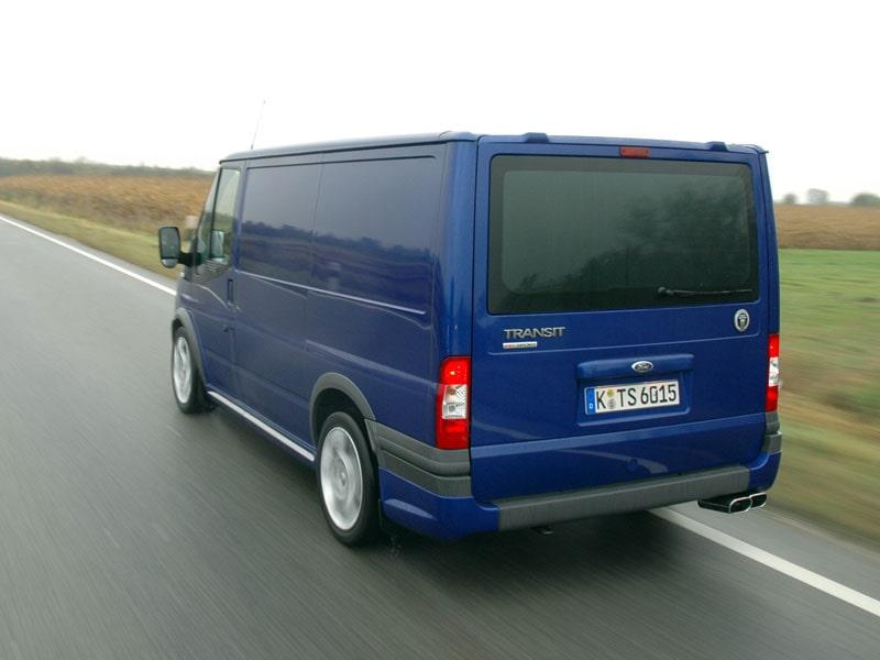 Ford Transit TDCi med 2,2-litersmotor på 140 hk. I Sverige får bilarna dubbla bakdörrar i plåt.