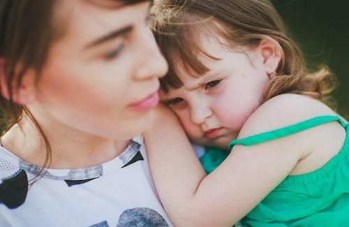 Det spelar ingen roll hur länge man stannar i förskolan – om barnet har separationsångest kommer det ändå att bli ledset när man går. Men som förälder kan man underlätta för barnet.