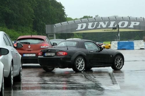 Mazda MX-5 bryter sig ur.
