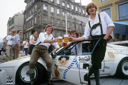 Titta nu på bilen, inte på läderbrallorna och ölen!