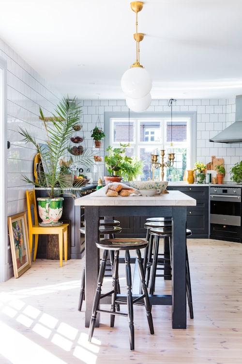 Köksön är byggd av ensnickare i Småland, eftersomKarolina och Johan inte hittadevad de sökte i butikerna.