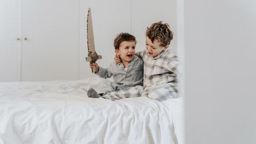 Är det bra att förbjuda sitt barn att umgås med en ouppfostrad kompis?