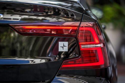 Volvo S60 T8 Twin Engine Polestar Engineered kan inte misstas för att vara något annat, Polestar-emblemet avslöjar bilen.