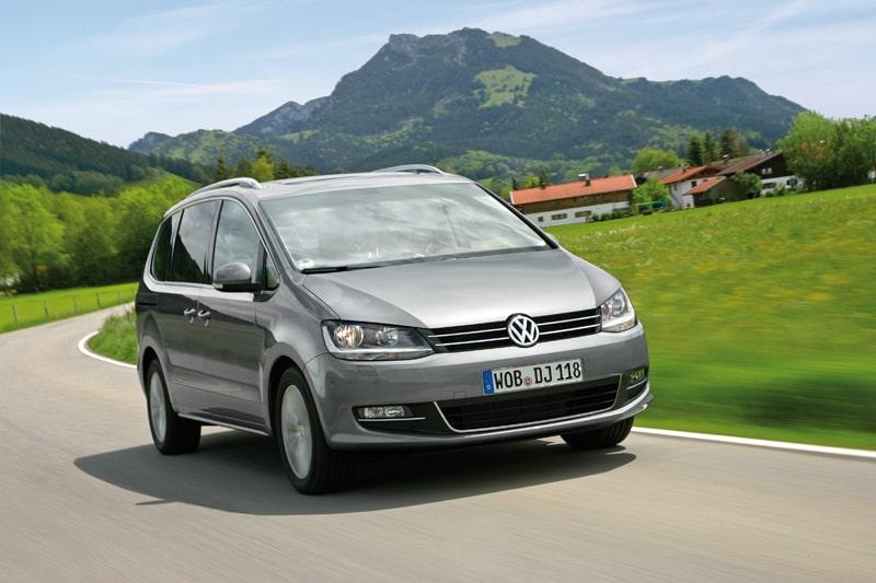 Det tog femton år, men här är den: Nya Volkswagen Sharan. Dessutom designad av svenske Martin Kropp. Håller den nya i femton år också?