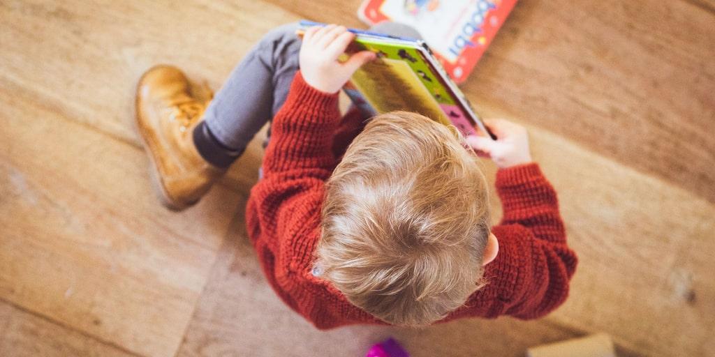 Om ens barn inte vill få tröst i förskolan – vad gör man då? Måste barnet ta sig igenom de svåra stunderna själv? Barnpsykologen svarar.
