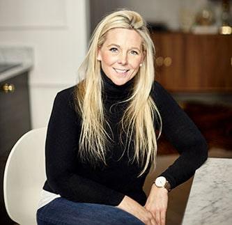 Inredaren Sophia Björnsdotter älskar att vara hemma, och att hjälpa andra att också kunna känna likadant.