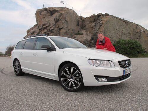 Det är svart som gäller när det ska bli Sport av Volvo V70. PeO Kjellström blir inte sportig ens av rött.