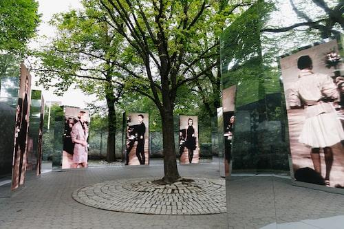 Vid Bethesda Terrace hade också en installation byggts upp, där bland annat stora skärmar visade bilder från Ralph Laurens arkiv.