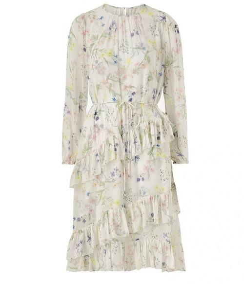 Romantisk blommig midiklänning från By Malina. Klicka på bilden och kom direkt till klänningen.
