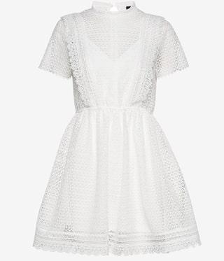 Kort V ringad klänning vit