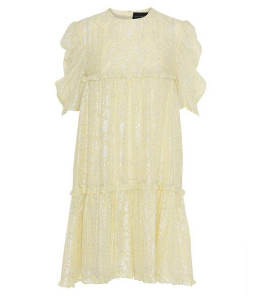 Gul kortklänning från Birgitte Herskind. Klicka på bilden och kom direkt till klänningen.