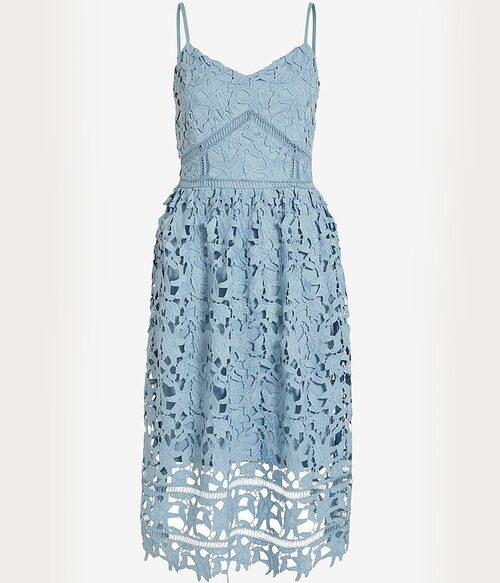 Ljusblå spetsklänning från Vila. Klicka på bilden och kom direkt till klänningen.