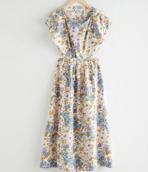 Blommig midsommarklänning från & Other Stories. Klicka på bilden och kom direkt till klänningen.