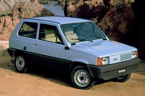 """Fiat Panda. Primitiv som en 1960-talsbil trots att den debuterade 1980. Teknik och motorer från lagerhyllorna. Uppdaterades och blev mer """"lyxig"""" med åren. Fanns även med fyrhjulsdrift. En riktigt långkörare, lades ner först 2003."""
