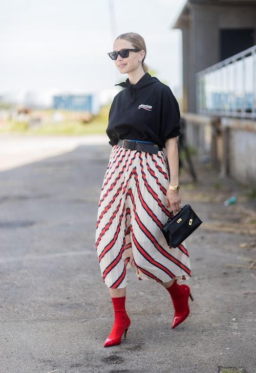 Pernille Teisbaek i trendig hoodie.