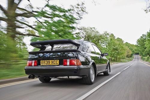 Som snabb gatbil betraktad så är RS 500 inte förstavalet från 1980-talet. Okänslig styrning och bromsar förtar nöjet.