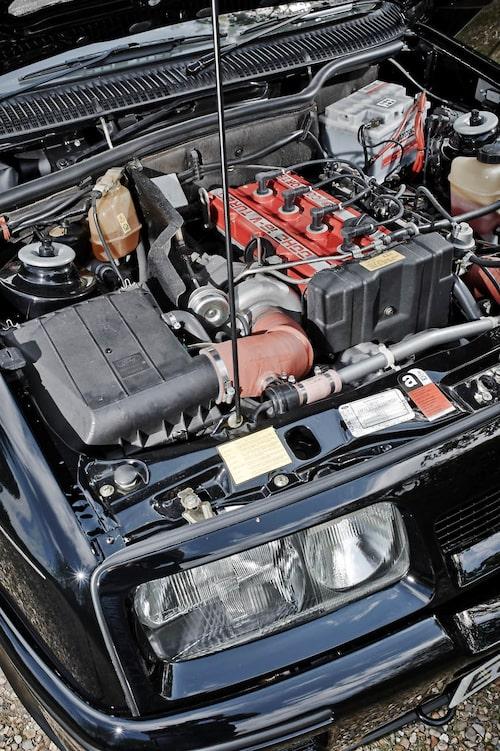 Cosworths YBB-motor gav Ford den kraftkälla som behövdes för att vinna de stora racingloppen. Som mest runt 680 hästar i Australien när det begav sig.