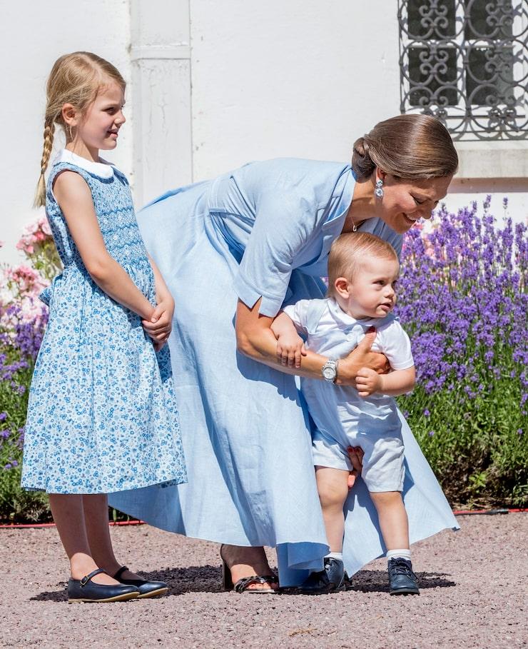 Kronprinsessan – och tvåbarnsmamman – Victoria.