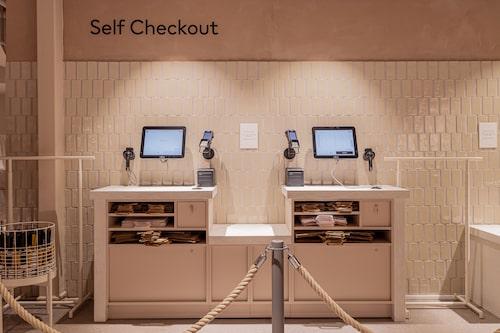 I nya butiken finns möjlighet att betala själv, men också att betala vid ett senaretillfälle  i ett samarbete med Klarna.