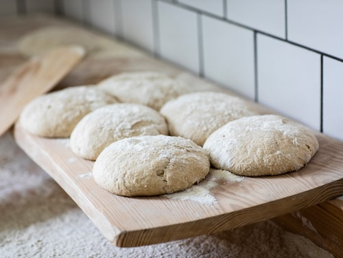 40 till 45 cm diameter blir lagom stora bröd att hantera, så vill jag att mina kakor ska vara, säger Johanna Edlund Lewell.