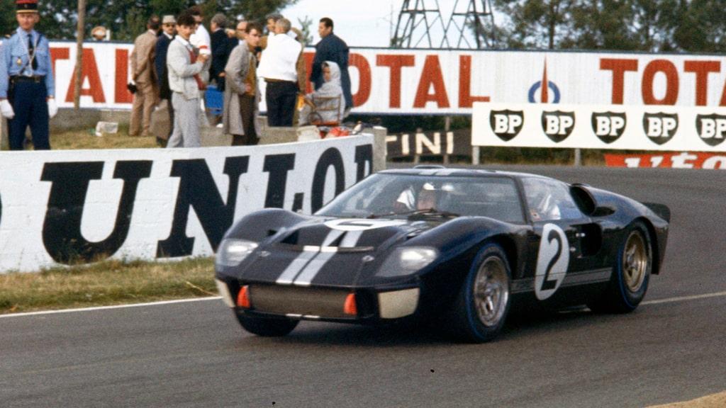 McLaren på väg mot Le Mans-segern med chassi nummer GT40P/1046. Startade loppet på Firestone, gick i mål på Goodyear.