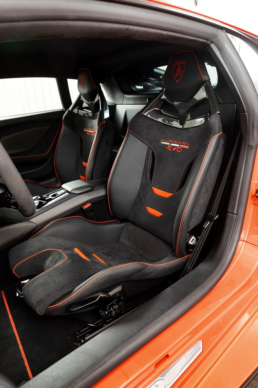 Fin körställning, givetvis, men cockpiten ger inträngd känsla för den orutinerade förararen.